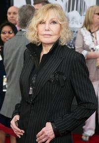 Kim Novak Comments on Oscar Night 'Bullies'