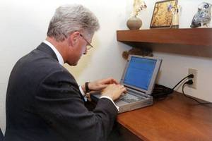laptop used by bill clinton to send the first us presidential email auctioned