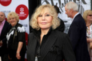 Kim Novak speaks out against Oscar night 'bullies'