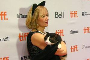 Laureen Harper interrupted by protester at Internet cat video festival